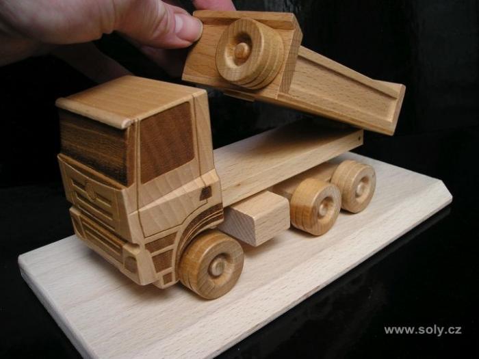 Tatra dřevěný nákladní vůz s logem, dárek