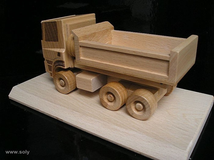 Tatra dřevěný nákladní vůz s logem