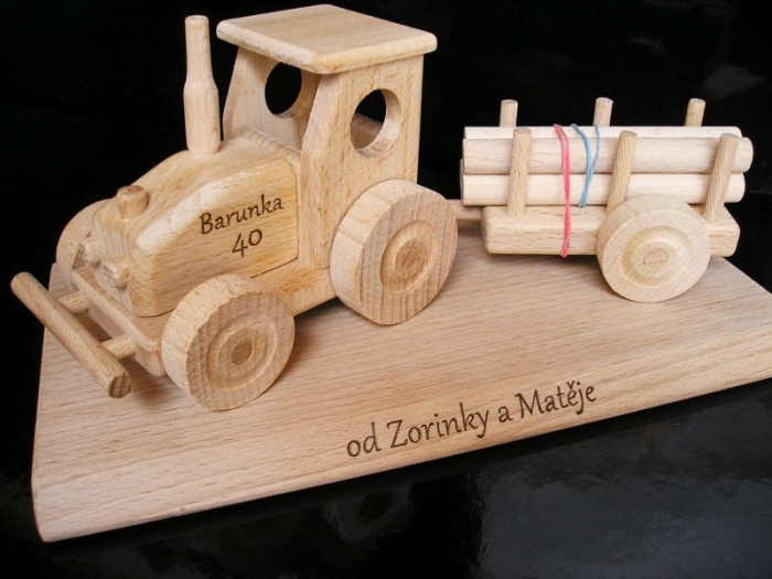Dárek pro dědu, traktor k narozeninám