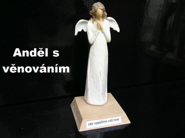 Anděl soška na podstavě s věnováním