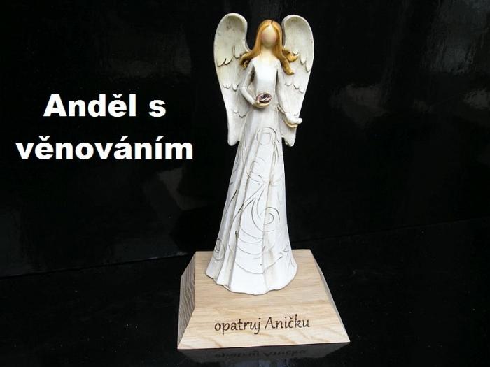 Anděl na postavci s věnováním