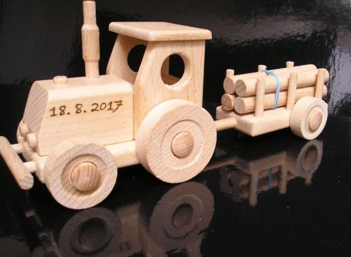 Traktor pro děti dřevěný
