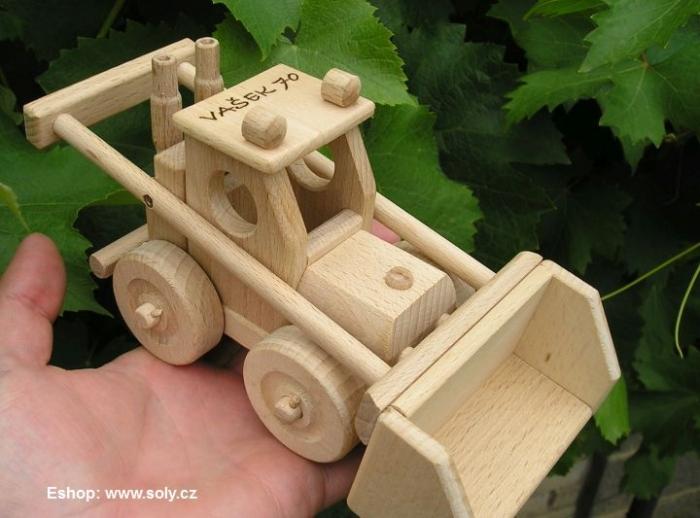 Hračka buldozer dřevěná