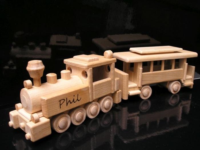 Dřevěný vláček lokomotiva