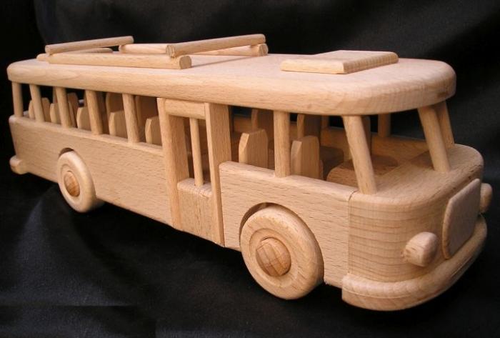 Dřevěný autobus eshop