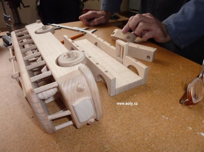 Dřevěný autobus levné hračky
