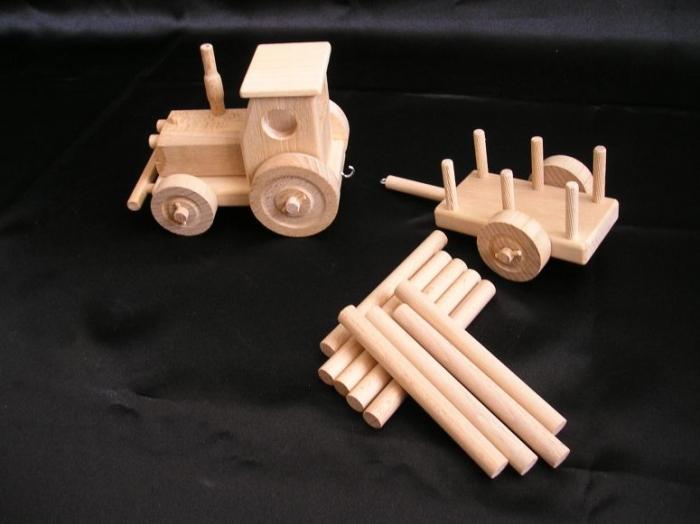 hracky-pro-materske-skolky-drevene-traktory