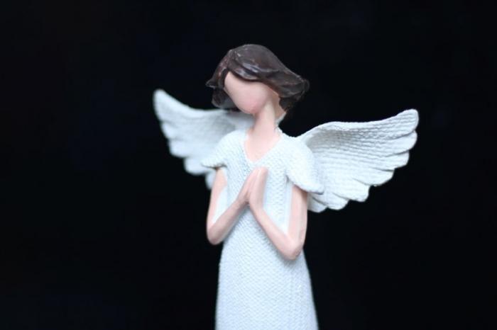 Velký bílý anděl, modlý se