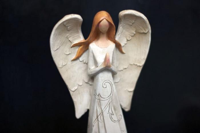 Velký anděl ochránce, sepjaté ruce