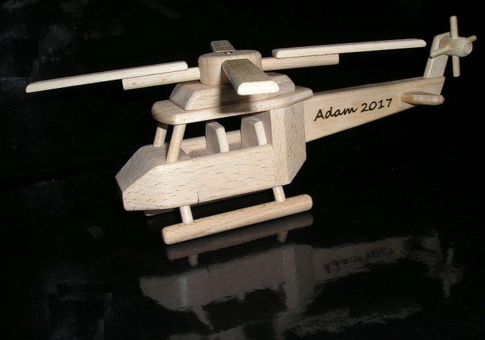 Vrtulník dřevěná hračka k narozeninám
