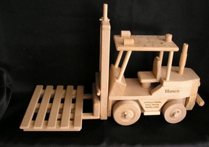 vysokozdvih vozejk hračka s textem na přání