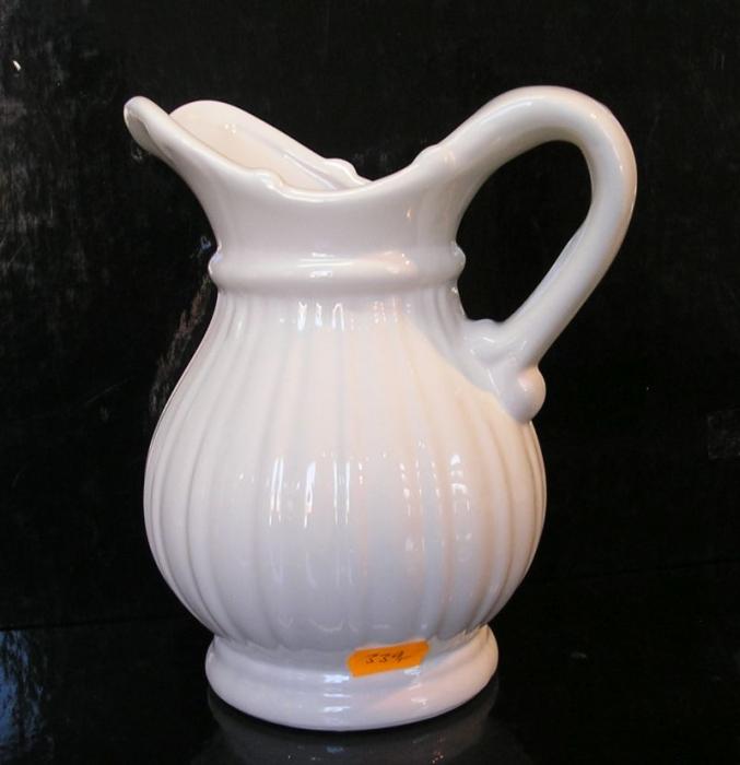 Bílý keramický džbán, váza na květiny, dekorační konvice