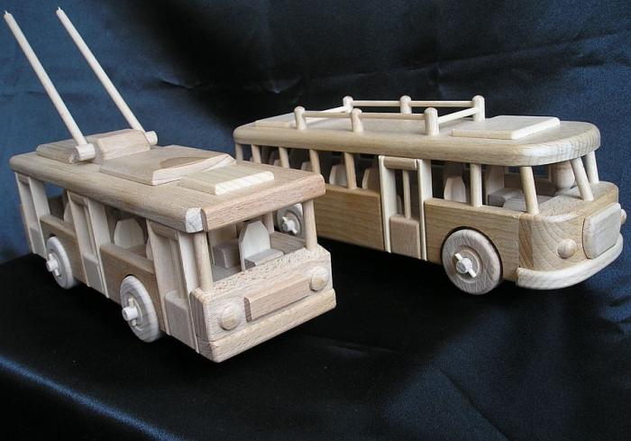 Modely autobusů ze dřeva