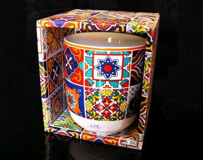 Dekorační barevný hrnek se vzorem, dárek