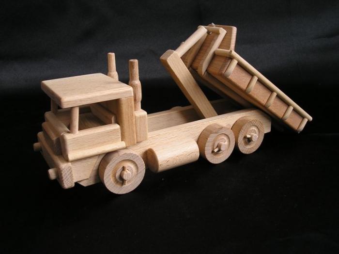 Nákladní vůz s výklopným kontejnerem