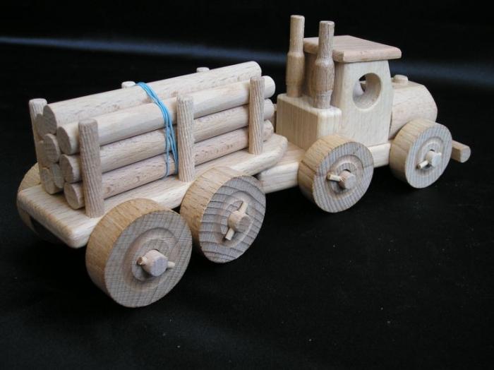 Kamion ze dřeva