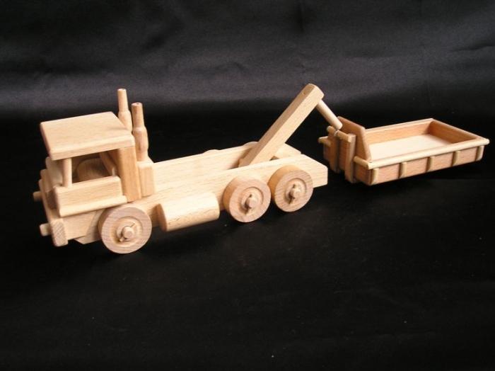 Dřevené nákladní auto