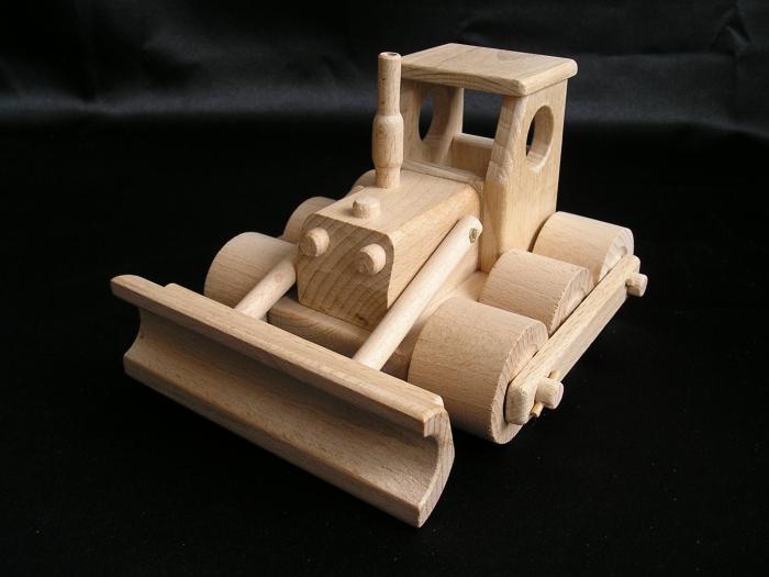 Buldozer ze dřeva