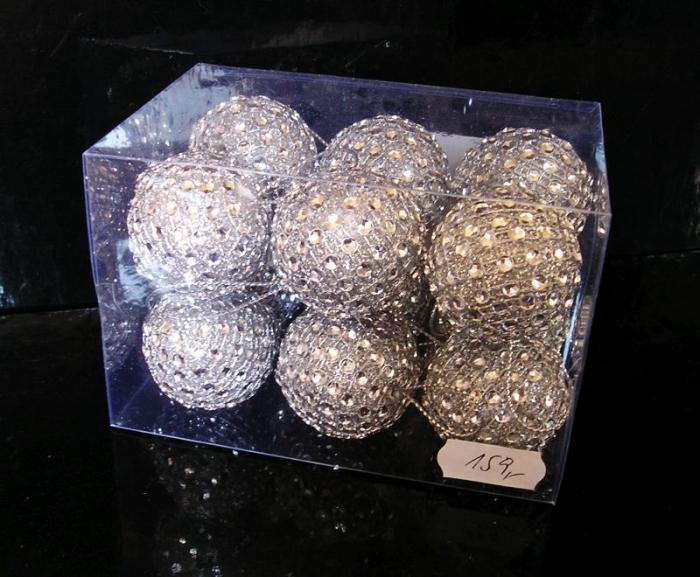 Vánoční stříbrné dekorační koule na stromeček
