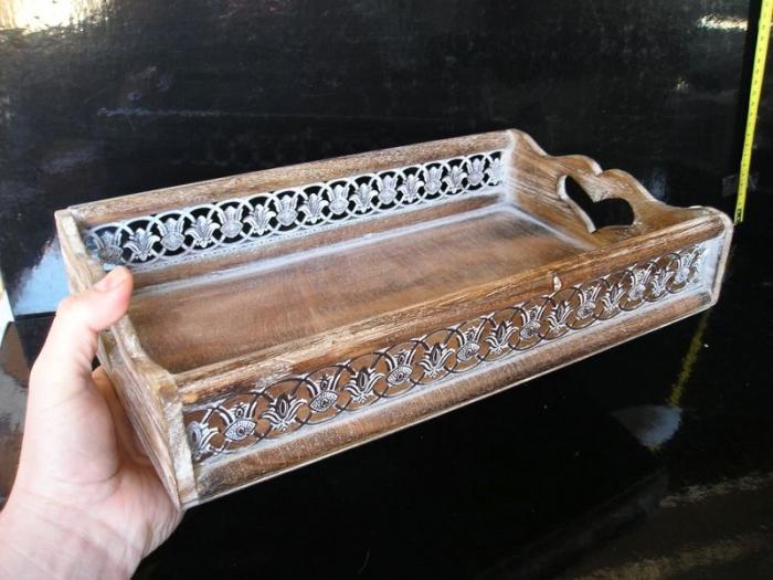 Dřevěný servírovací podnos, tácek s ornamentem