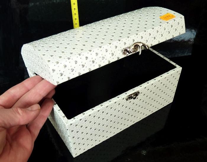 Bílá dekorační krabička, box, škatulka, truhla