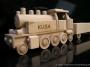 dřevěná lokomotiva hračka dárek