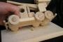 Ukázka uchycení modelu k podstavě ze dřeva na kolíku
