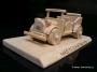 Veterán, dřevěný model vozu n podstavci