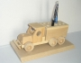 Stojánky na pera - dřevěné hračky auto