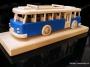 Autobus dárek s dřevěnou podstavou a možným jménem