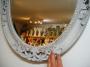Oválné bílé zrcadlo ornament